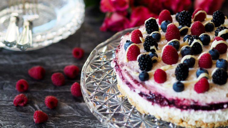 COOK – Einfache Topfen-Beeren-Torte für den Muttertag