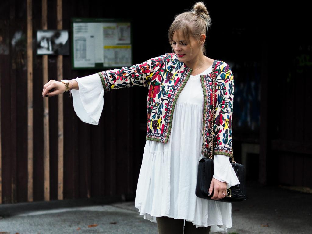 weißes Kleid, streetlook, herbstrend, olive, blond, fashionblogger, streetstyle, Herbstfarben, outfit, fashion, modeblog, trend, lakatyfox-
