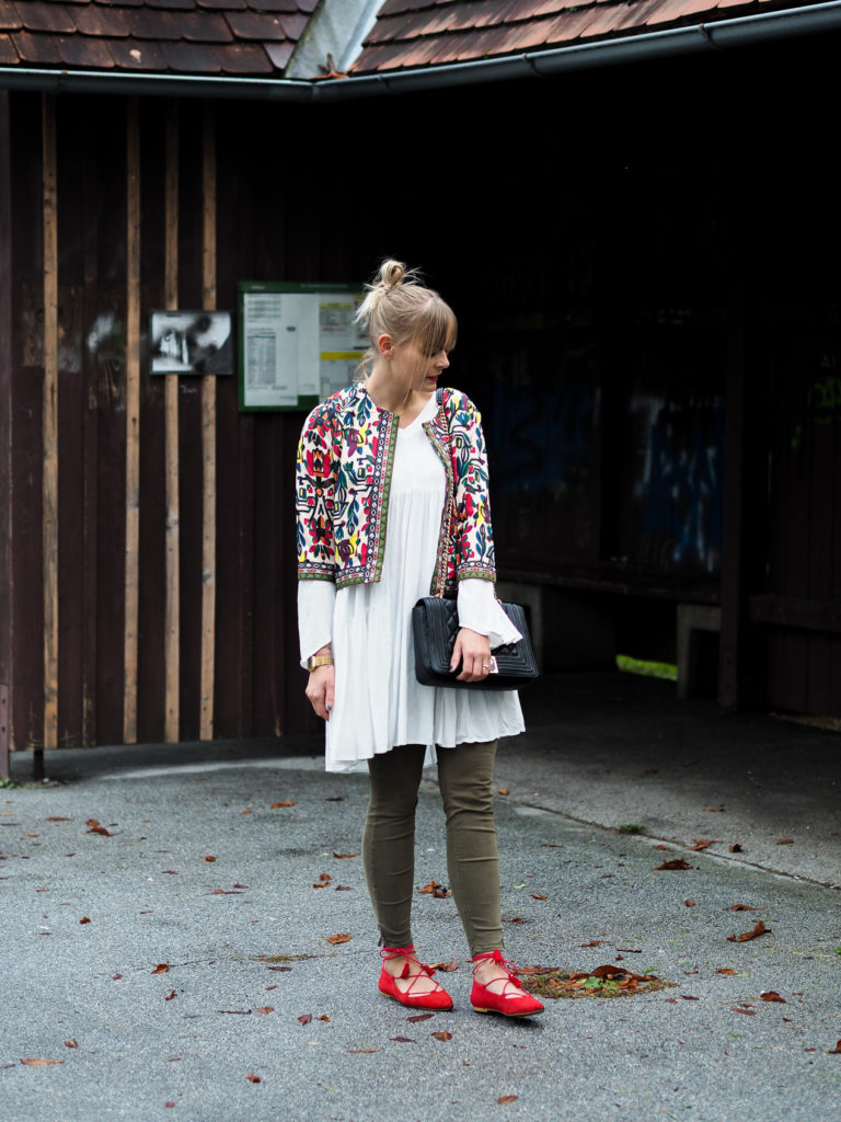 weißes Kleid, streetlook, herbstrend, olive, blond, fashionblogger, streetstyle, outfit, fashion, modeblog, trend, lakatyfox-