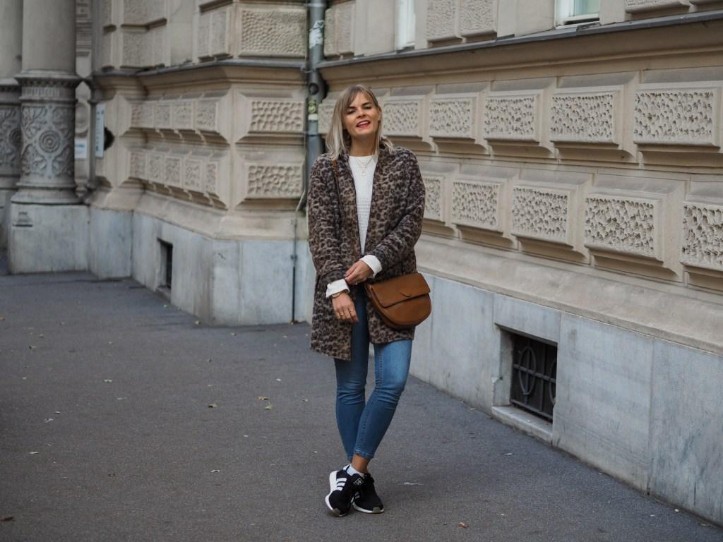 Herbstmantel, Leomantel, Wintermantel, Streetlook, Sneakers, Jeans, Fashionblogger, Streetstyle