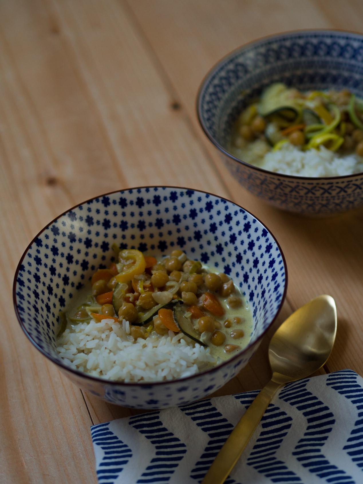 Rezept | Leckeres Gemüsecurry mit Kichererbsen