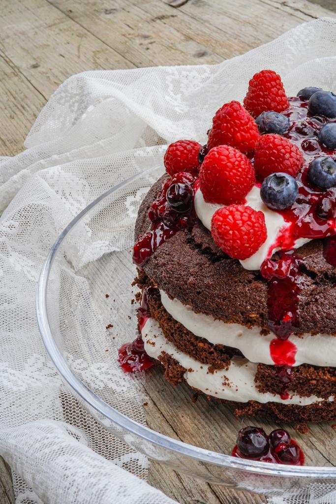 Naked Cake, Mascarponecreme, Beerenröster, Geburtstagstorte, Tortenrezept, Süsses Rezept, Nachspeise, Foodblogger, Beerentorte,