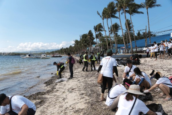 Over 200 volunteers participated in the clean-up of the Bulabog Beach, the kite boarding and windsurfing playground of Boracay #SaveBoracay