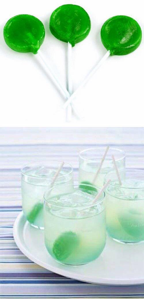 Vidám, színes nyalókák italok keveréséhez