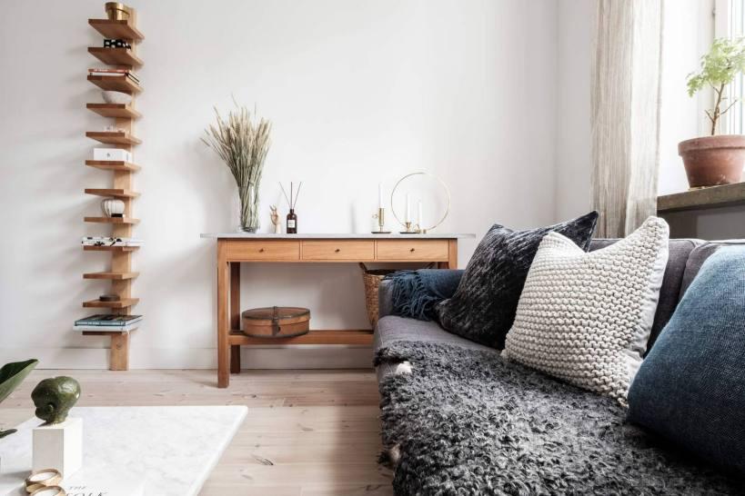 Оконная внутренняя стена как практичная перегородка для квартир с одной спальней
