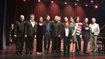 Jordan Ong with orchestra, Costa Rica