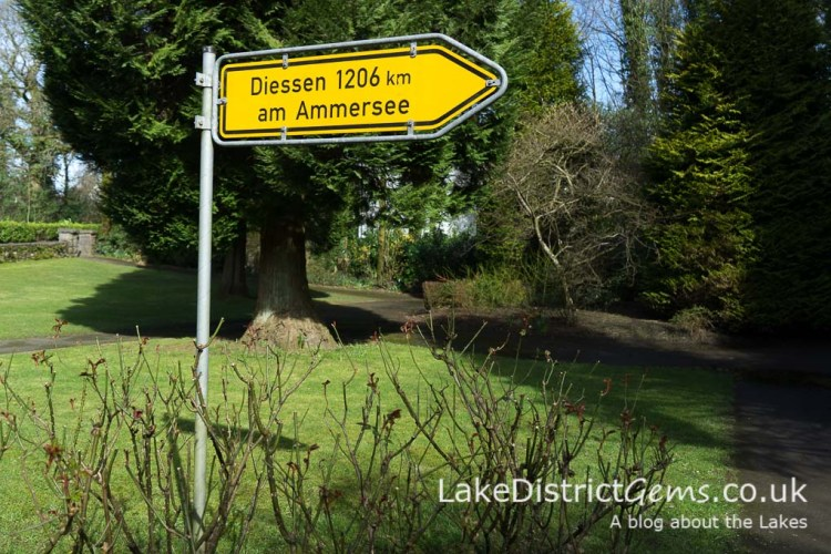 Twin town sign in Windermere, pointing to Diessen-am-Ammersee