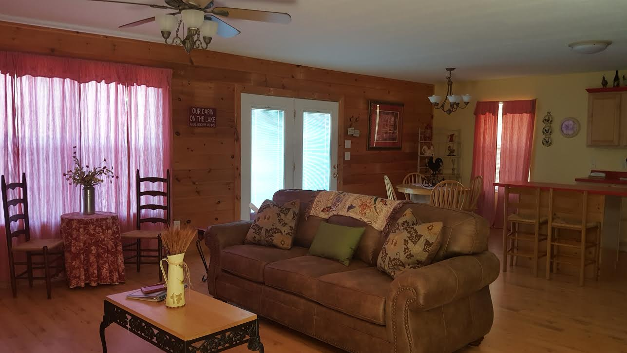 Country Oasis – Douglas Lake Cabin