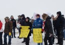 Politicians and supporters gather for pipelines despite winter weather