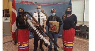 Grand Chief Okimaw Vernon Watchmake unveils plaque with Alberta RCMP