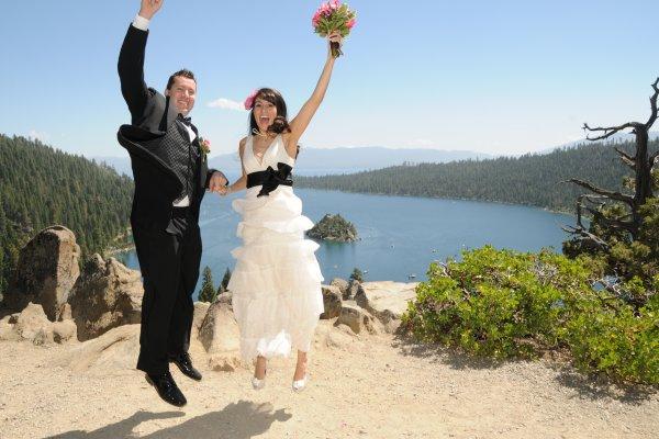 couple-happy-eloping