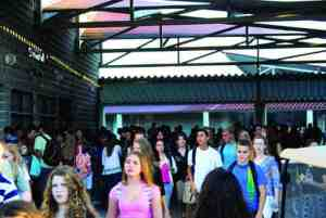 Students stream toward their classes at Wiregrass Ranch High School, which has 30 portable classrooms to accommodate its burgeoning enrollment. The school must have four lunch periods to feed its hungry masses. (Courtesy of Wiregrass Ranch High School)