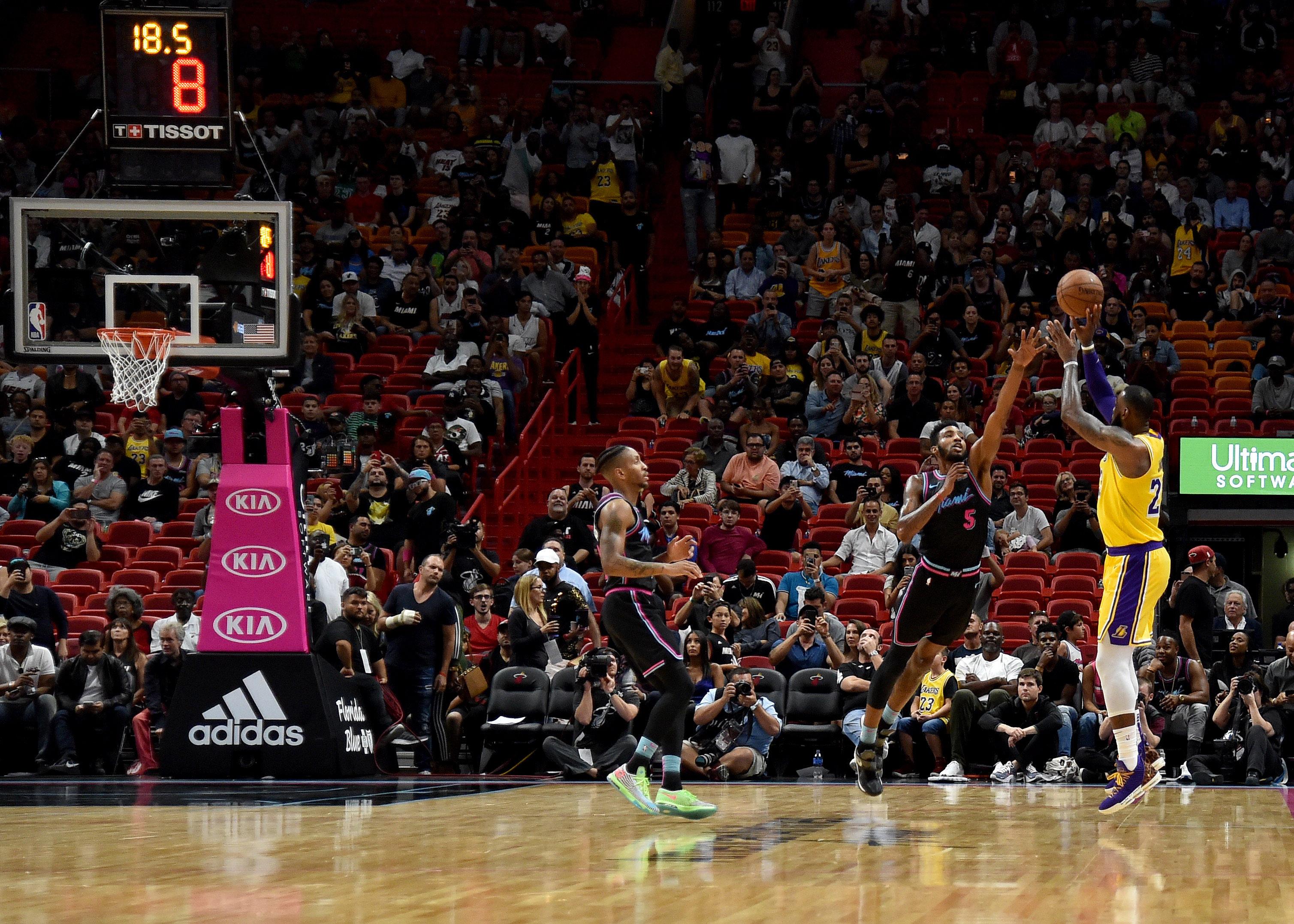 6f8c073d6 VIDEO  LeBron James Dominates Miami Heat With 51-Point Outburst ...