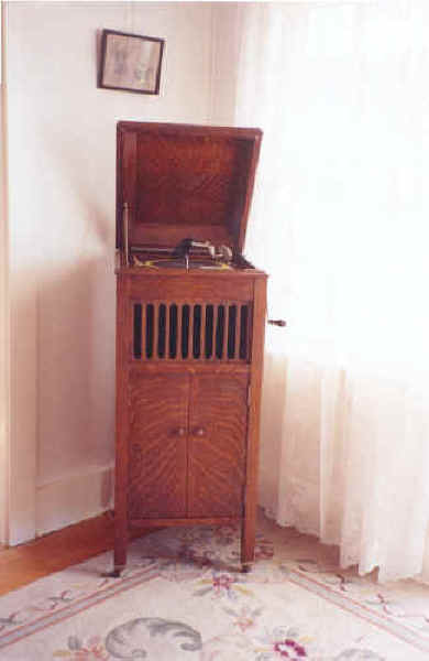 Victrola Record Player (78 rpm) c. Early 20th century