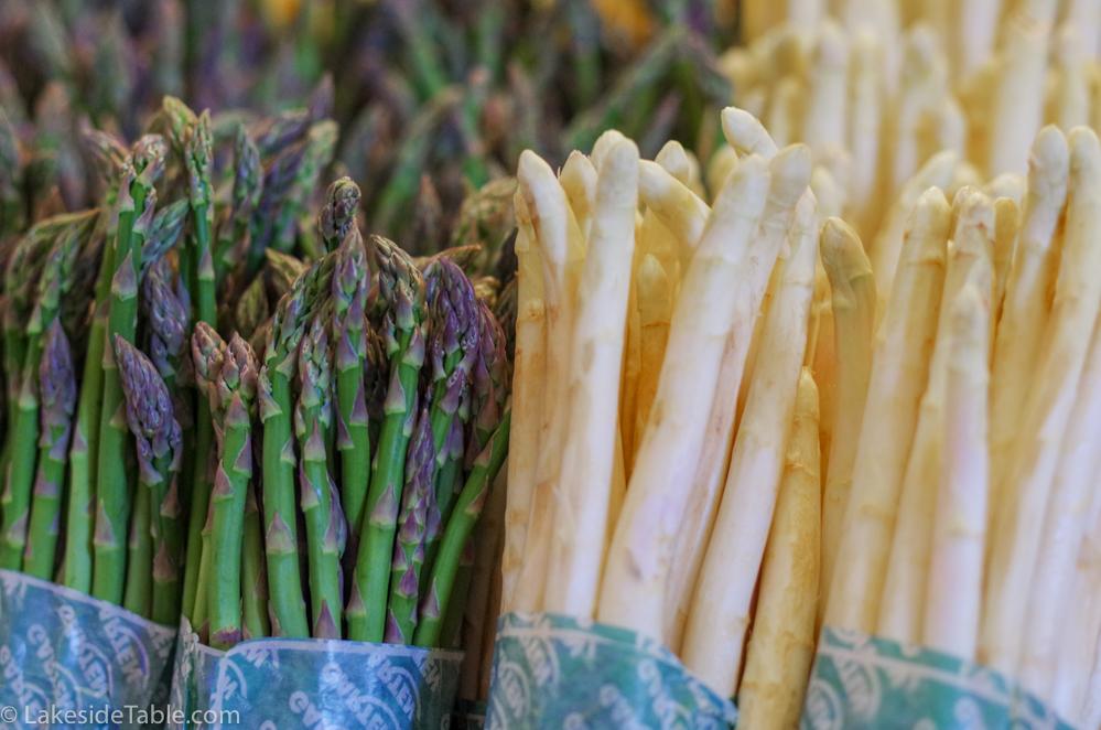 Braised asparagus - Raw green and white asparagus
