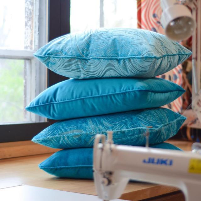 In the #workroom: blue skies and swimming pools. These #beauties are going out to the #catskills. #decorationanddesign #designersguild #kravet  #throwpillows #customsewing #madeinct #hudsonvalley #blueforyou #blues #velvet #bluevelvet #velvetlove #blue #blueswirls
