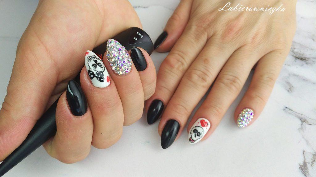 hybrydy-paznokcie-hybrydowe-z czaszka-na-halloween-czaszki-na-paznokciach-Lakierowniczka-Provocater-01-white-64-black-32-Provocater-red-cyrkonie-Swarovskiego-recznie-malowane-zdobienie