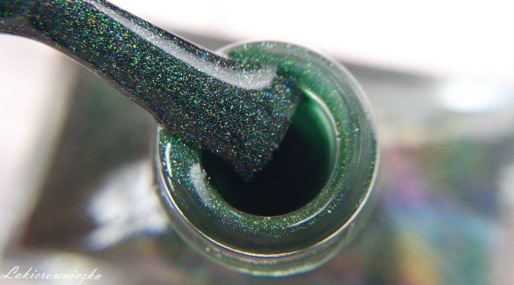 maniciure-ncla-holograficzny-Volga-Siberia-klasyczne-lakiery-holo-NCLA-Lakierowniczka-swatche