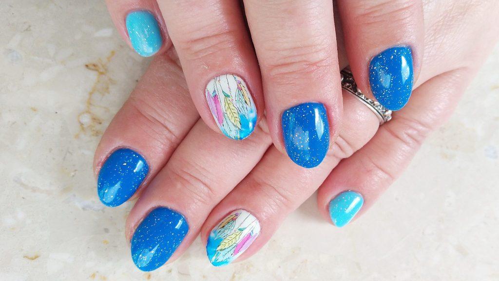 paznokcie-hybrydowe-hybrydy-niebieskie-Semilac-Nails-comapny-Victoria-Vynn-naklejki-wodne-lapacze-snow