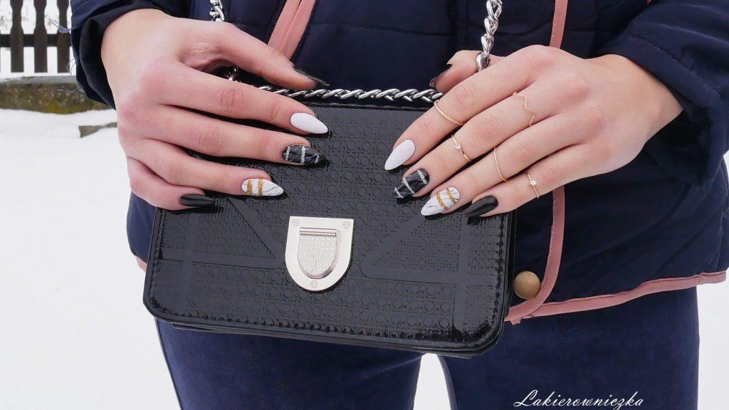 Marmur-z-Gamiss-paznokcie-hybrydowe-w-marmurek-hybrydy-zloty-srebrny-brokat-Lakierowniczka-mala-czarna-torebka-z-lancuchem-bag-earings-jacket-rings-gold-marmur z Gamiss