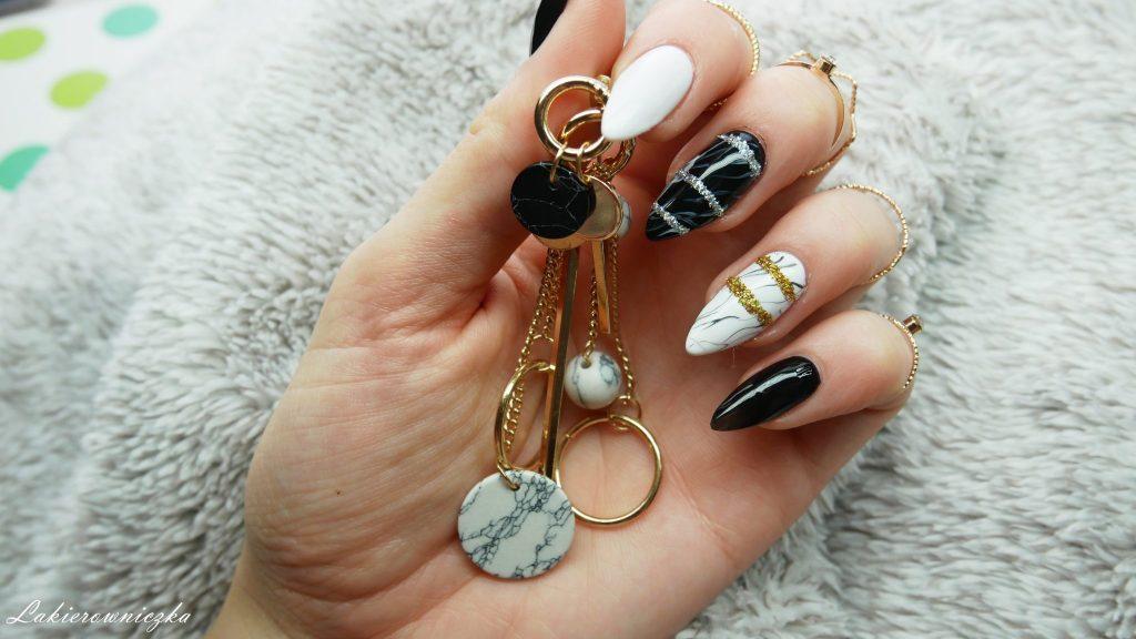 Marmur-z-Gamiss-paznokcie-hybrydowe-w-marmurek-hybrydy-zloty-srebrny-brokat-Lakierowniczka-mala-czarna-torebka-z-lancuchem-bag-earings-jacket-rings-gold