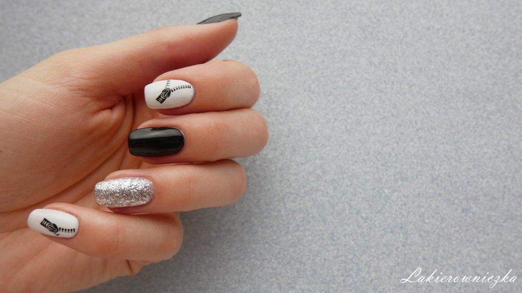 czarna-zamszowa-kurteczka-paznokcie-hybrydowe-pod-stylizacje-czarno-biale-hybrydy-z-naklejkami-wodnymi-zamkami-srebrny-lakier-czarna zamszowa kurteczka