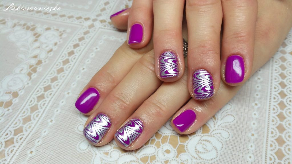 srebrny-lakier-do-stemplowania-Bornprettystory-fiolet-Victoria-vynn-063-violet-shock-Lakierowniczka