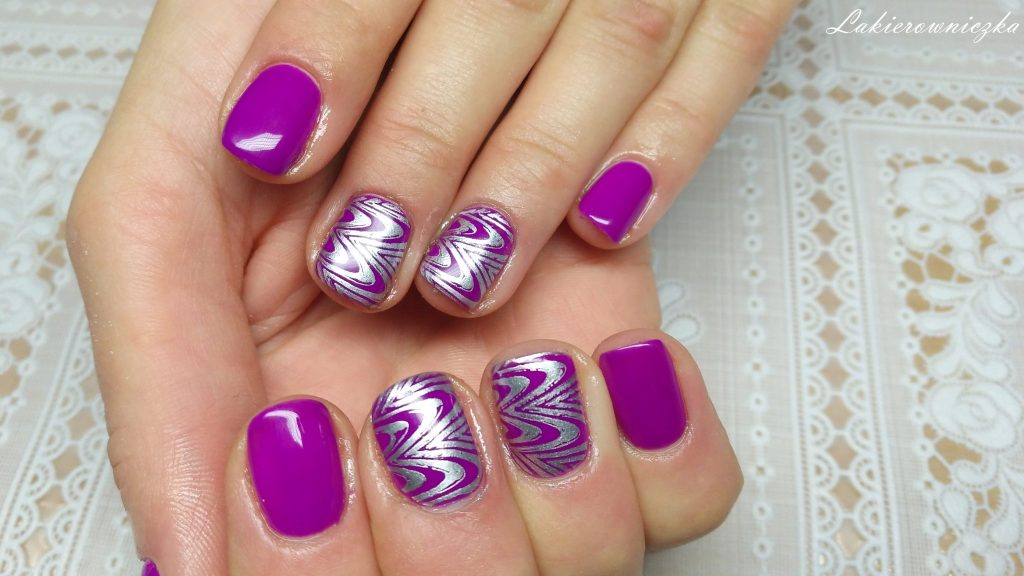 srebrny-lakier-do-stemplowania-Bornprettystory-fiolet-Victoria-vynn-063-violet-shock-Lakierowniczka-srebrny lakier do stemplowania
