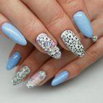 unicorns-trend-paznokciowy-2018-jednorozce-Victoria-vynn-Lakierowniczka-hyrbydy-paznokcie-hybrydowe-unicorn-109-apricot-ice-117-117-sky-blue-white