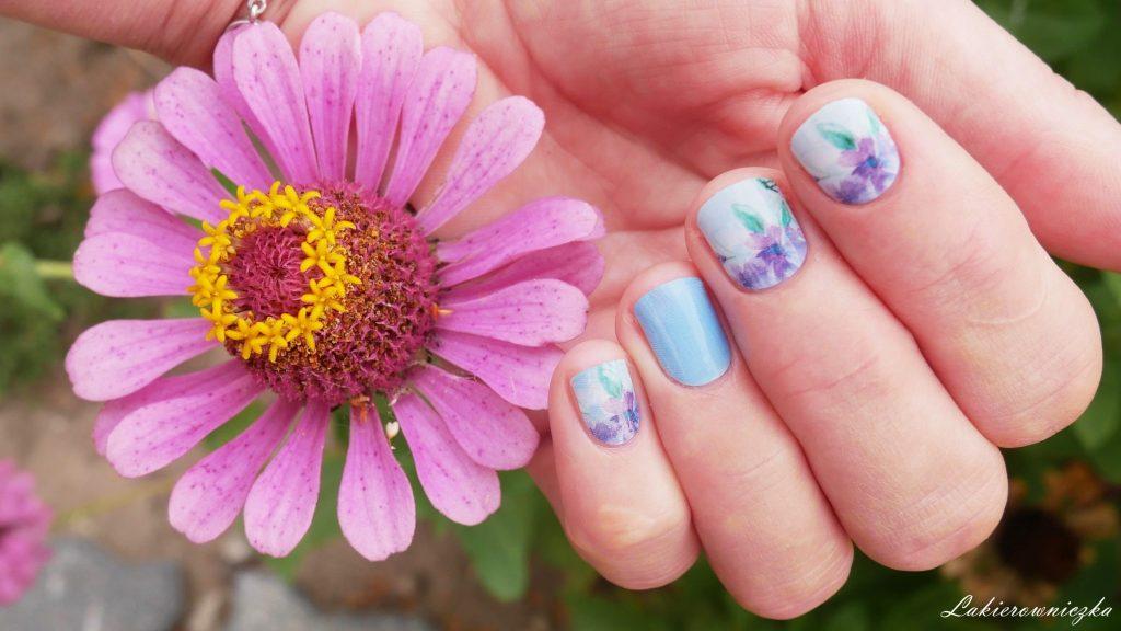 manirouge-aquarell-projektu-Lakierowniczki-naklejki-termiczne-co-to-jak-ich-uzywac-trwalosc-pastelowe-kwiaty-na-paznokciach-krotkie-paznokcie