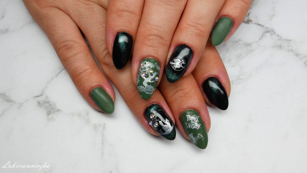 hybrydy-na-Halloween-paznokcie-Halloweenowe-kocie-oko-Le-Vole-zielony-Constance-Carroll-334-stamps-plates-BPS-Lakierowniczka