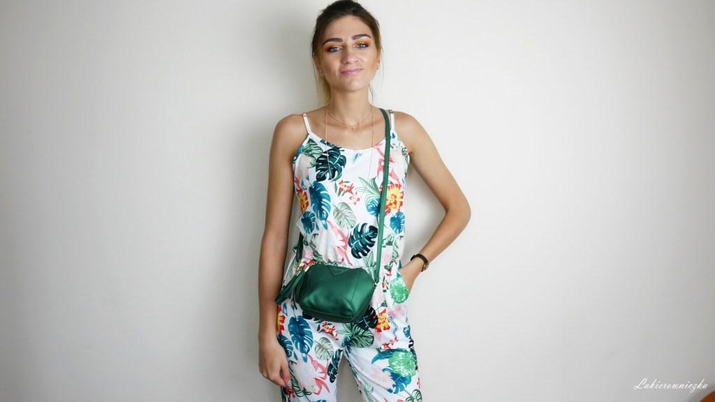 hybrydy-pomaranczowo-zolte-paznokcie-pinails-250-blyszczaca-hybryda-Vogo-49-musztardowe-Lakierowniczka-jumpsuit-Fashionmia-holo-bag-holographic-green-small