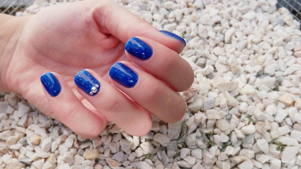 recenzja-VOGO-opinia-hybrydy-lakiery-hybrydowe-hybrid-nailpolishes-trwalosc-krycie-tanie-hybrydy-allegro-niebieskie-paznokcie-blue-nails-Lakierowniczka-recenzja VOGO opinia