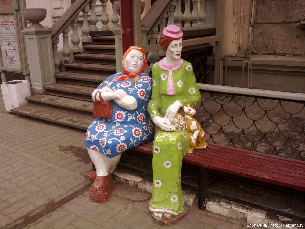памятники новосибирска бабушки у подъезда