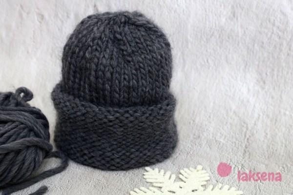 Мужская шапка из толстой пряжи спицами для мальчика