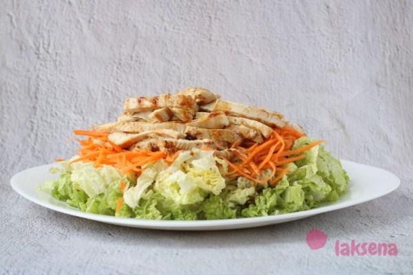 Салат пекинская капуста с куриным филе