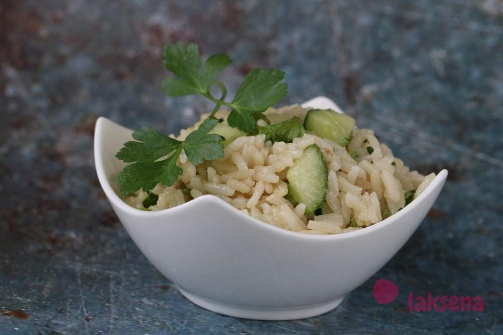 Салат с рисом и огурцом