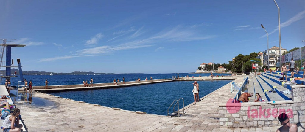 Общественный бассейн с морской водой