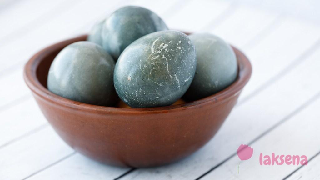 Космические яйца на Пасху. Окраска яиц чаем каркаде