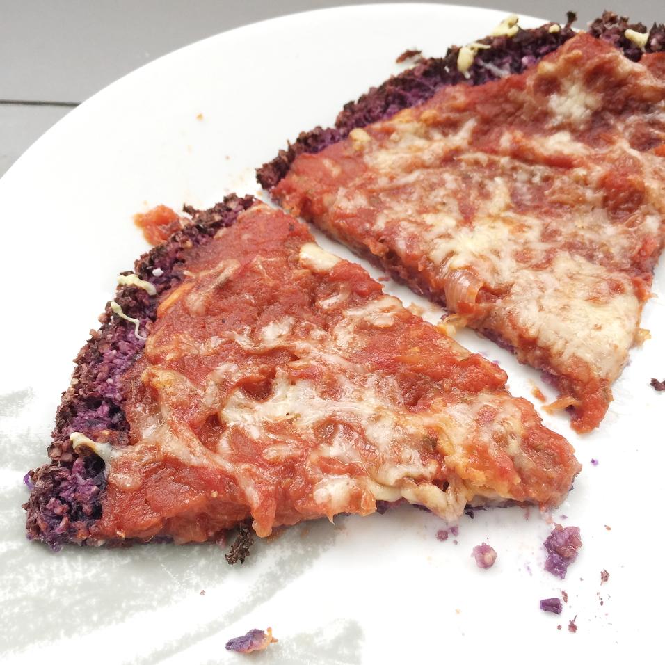La ligne gourmande pizza sur une p te au chou rouge - Cuisiner un chou rouge ...