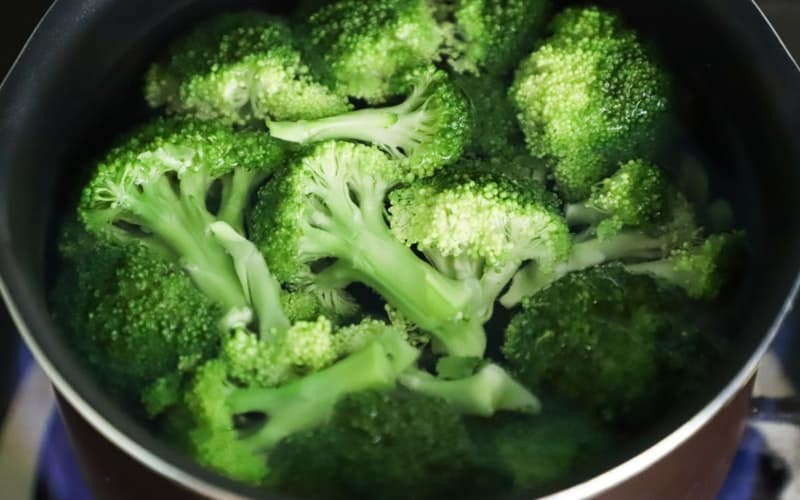 eating fresh broccoli is linked to reduced cancer risk
