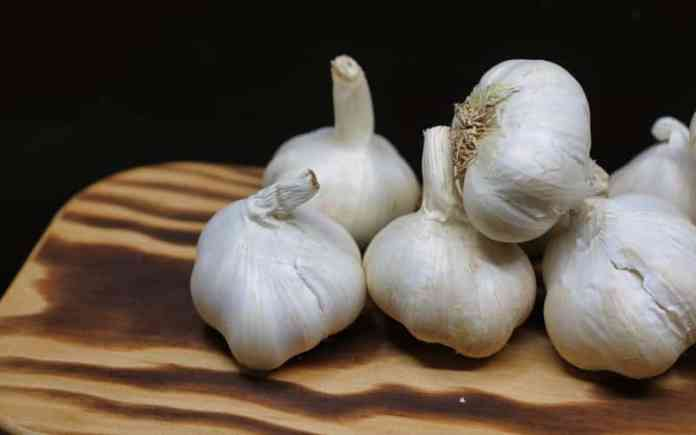 eating garlic is linked to reduced cancer risk