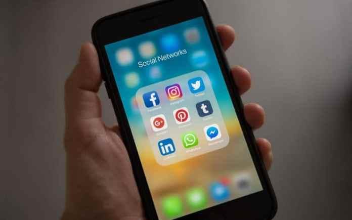 whatsapp is a popular social media messenger