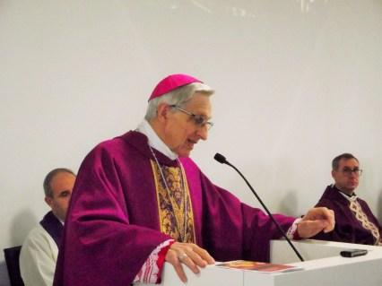 messa in latteria con il vescovo 19-12-2015 (71)