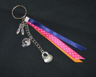 """L'Univers D'Hoshi : Porte-clés artisanal """"Moda"""" avec rubans et breloques"""
