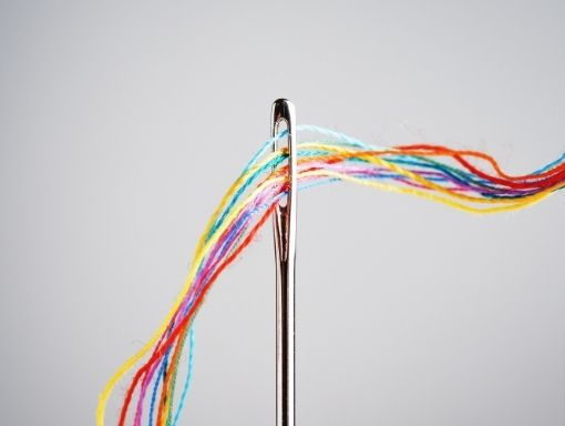 Posant fil a l'agulla