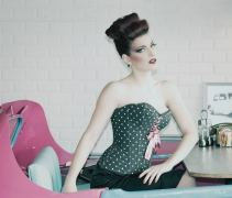 corset-pin-up-a-pois