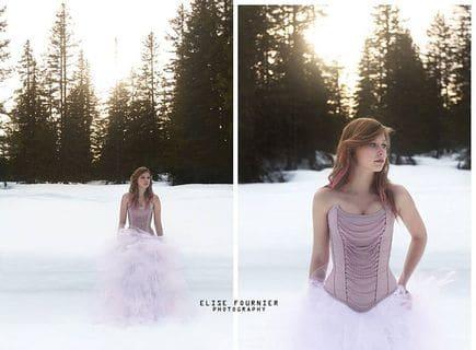 Robes de mariées corsetées Féérique corset rose à chaînes jupe tulle blanche