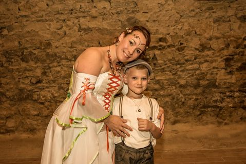 Robes de mariées historique corset mediéval blanche orange vert avec des manches