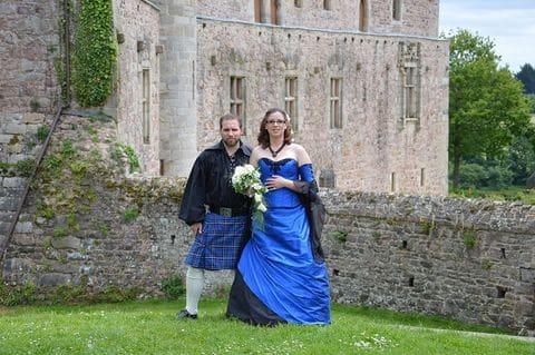 Robe de mariée corset médieval bleue et noire kilt tartan bleu